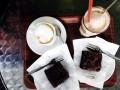 Cappuccino und Brownie