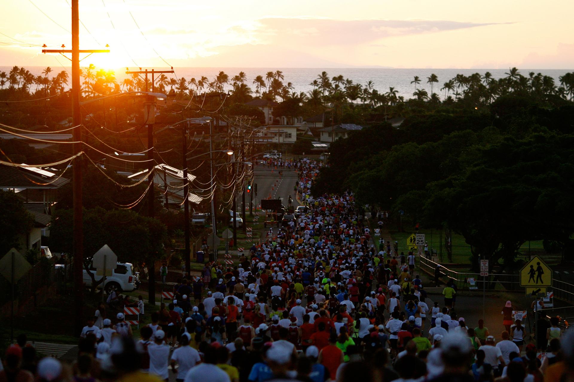 In der Mode heißt es, Stil hat man oder nicht, im Laufsport hingegen ist der Laufstil eine Frage der richtigen Lauftechnik und Schrittfrequenz. Sonnenaufgang beim Honolulu Marathon 2010