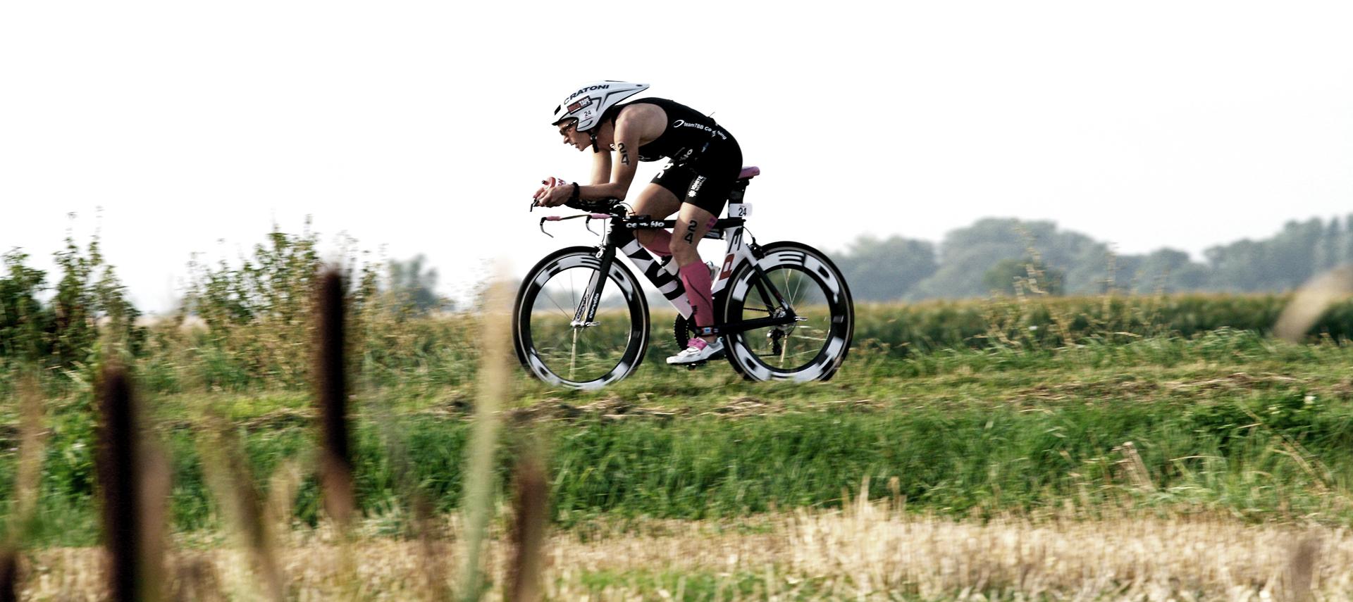 Diana Riesler auf dem Weg zu ihrem Europameistertitel 2013 über die ITU Langdistanz beim Challenge Vichy.