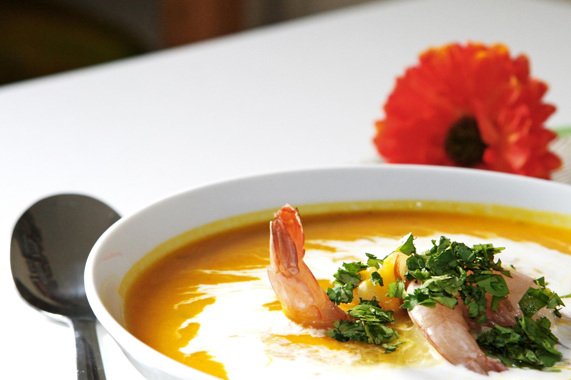 Taste Halloween - Kokos Kürbis Suppe mit Chili und Garnelen