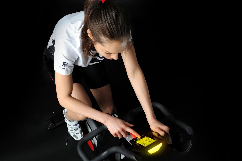 TOMAHAWK IC7 Indoor Cycle: Optimale Trainingssteuerung mit maximalem Komfort für motivierende Wintereinheiten