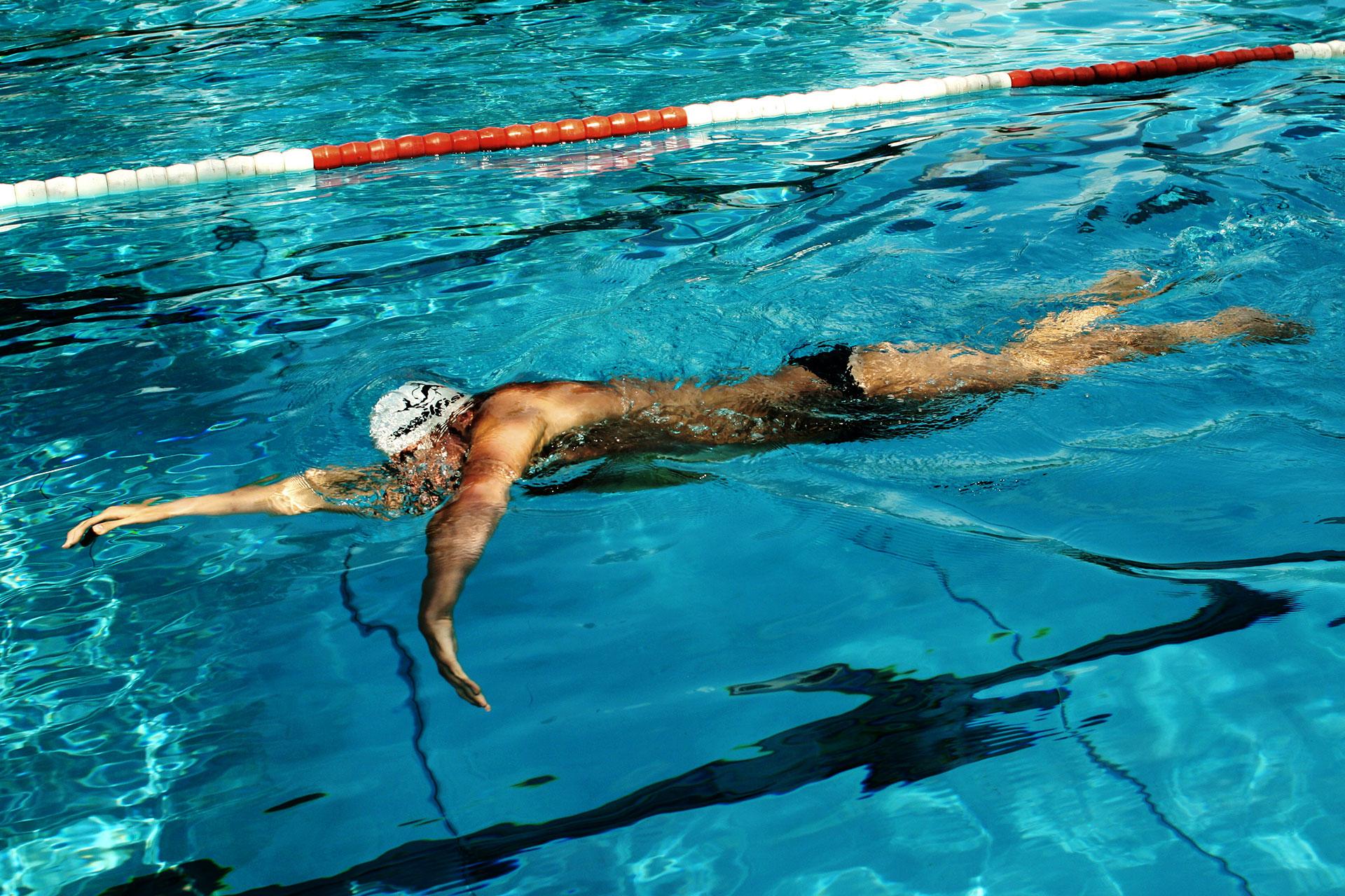 Trainingshilfen für's Schwimmen richtig eingesetzt