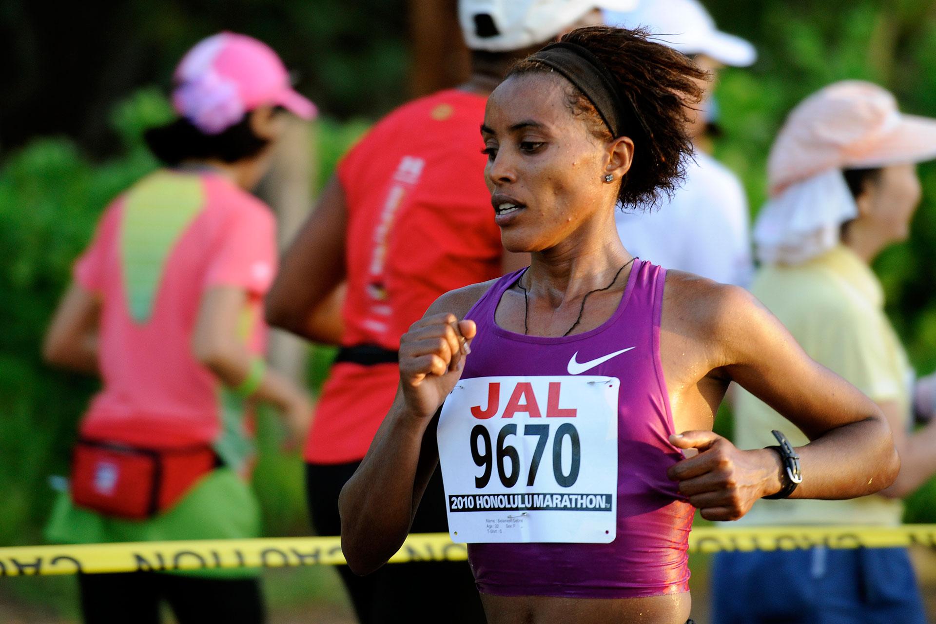 Honolulu Marathon 2010: Mit Aloha durch das Blaue Paradies / Belainesh Gebe gewinnt ihr Marathon-Debüt ©stefandrexl.de