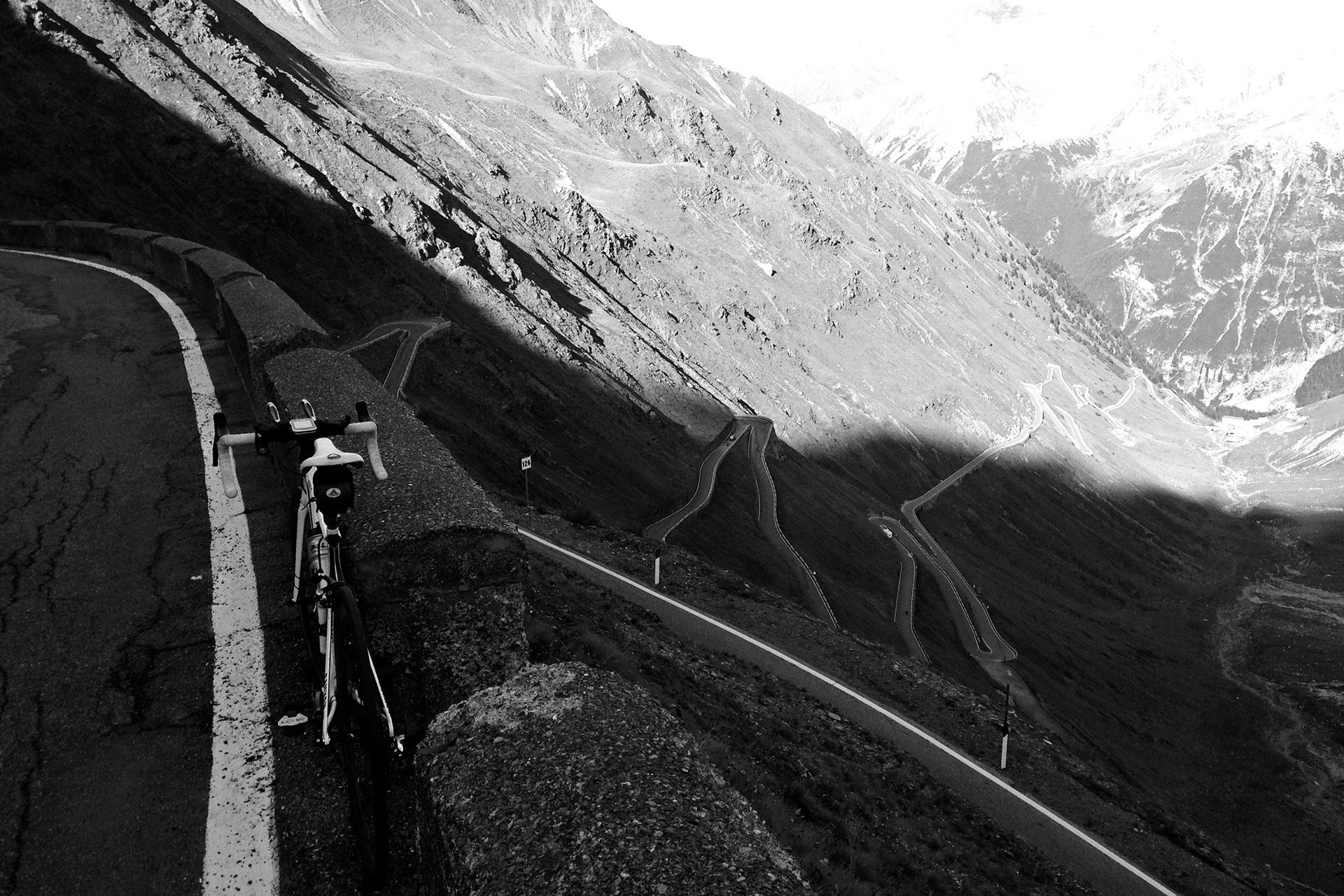 DAS STILFSER JOCH 48 Kehren in Fels gemeisselt / 48 Kehren hinauf zum Stilfser Joch © stefandrexl.de