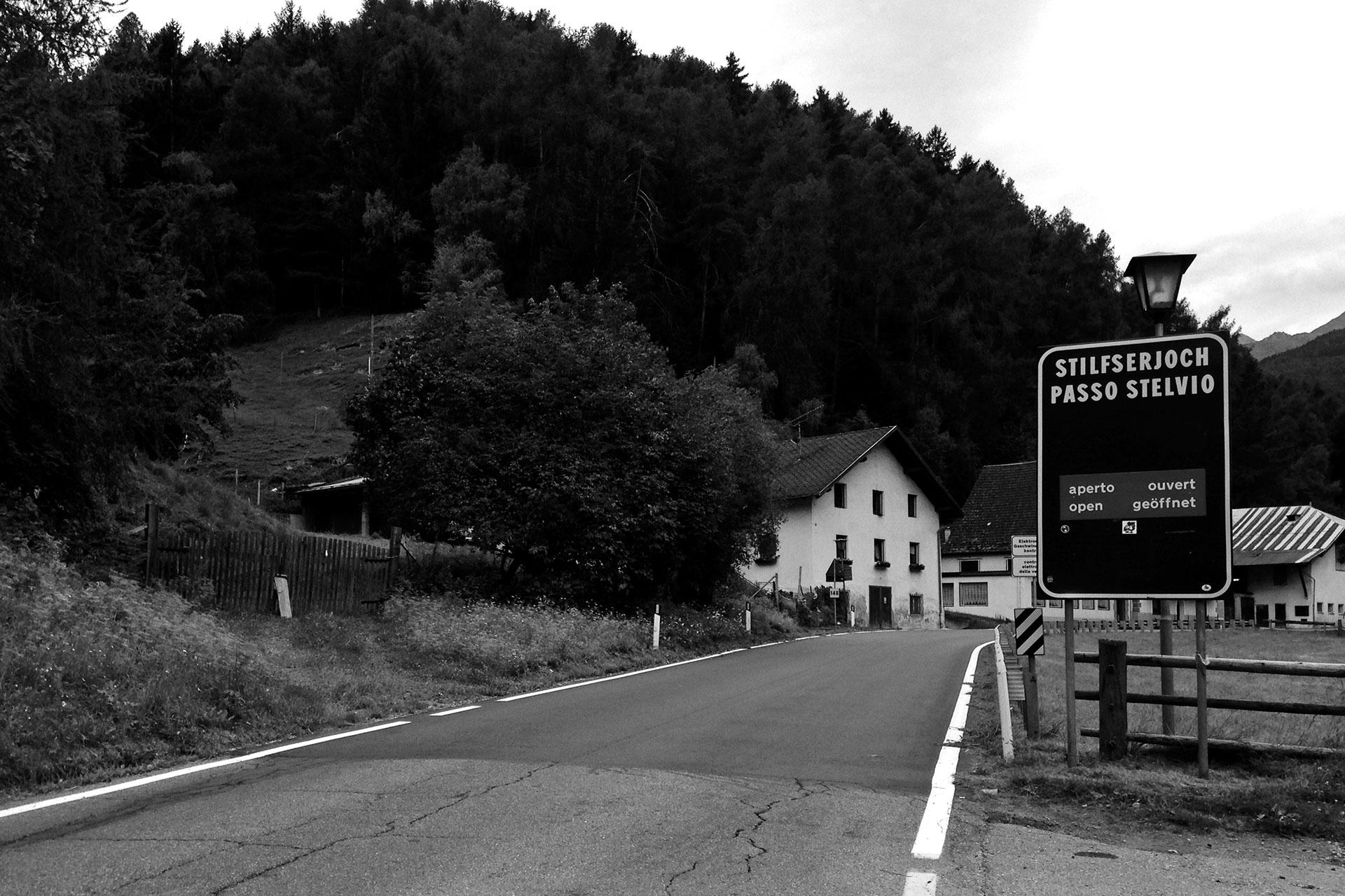 DAS STILFSER JOCH 48 Kehren in Fels gemeisselt / Schon in Prad beginnt der Anstie zum Stilfser Joch © stefandrexl.de