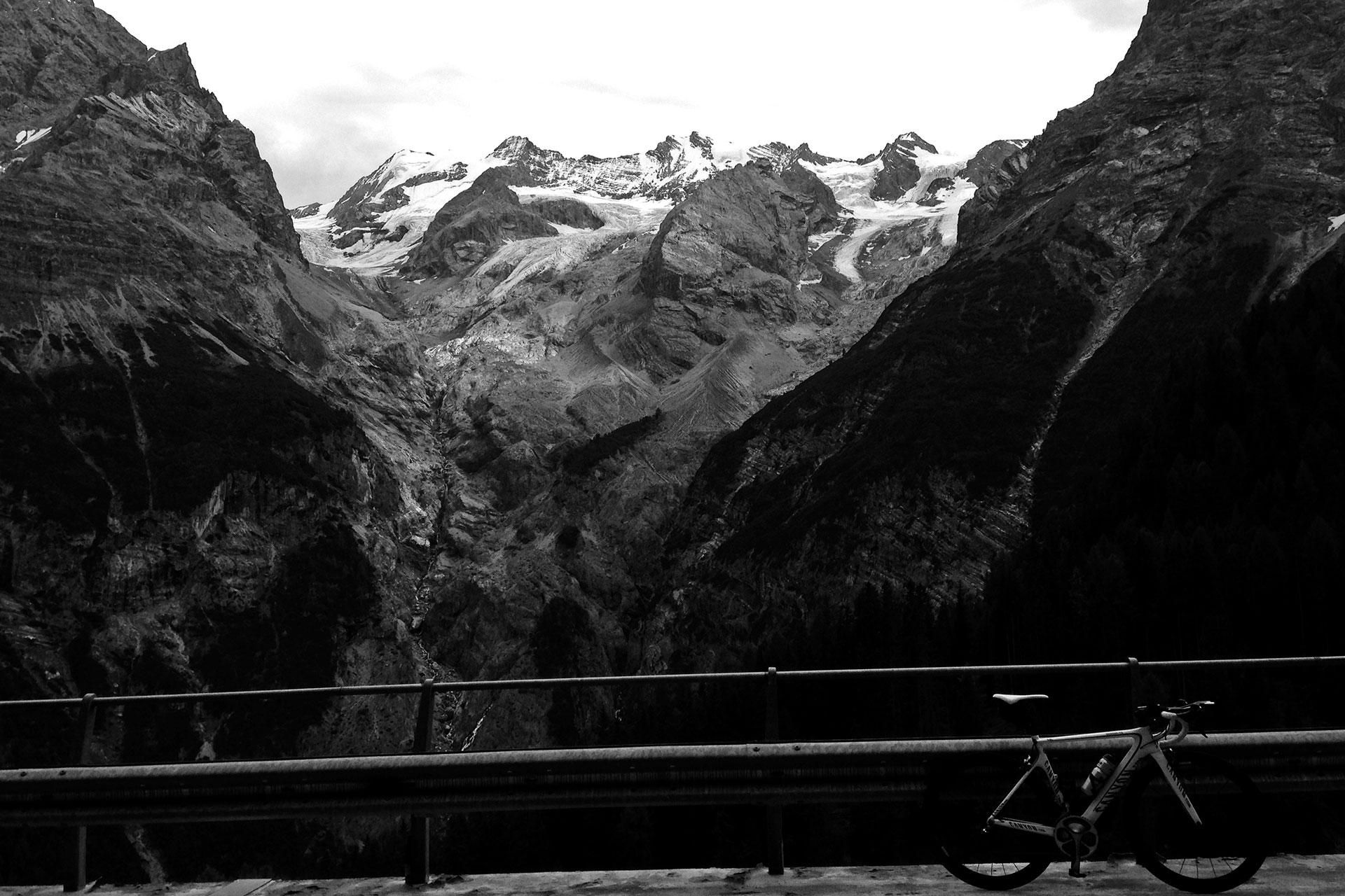 DAS STILFSER JOCH 48 Kehren in Fels gemeisselt / Imposanter Anblick des Ortlermassivs © stefandrexl.de