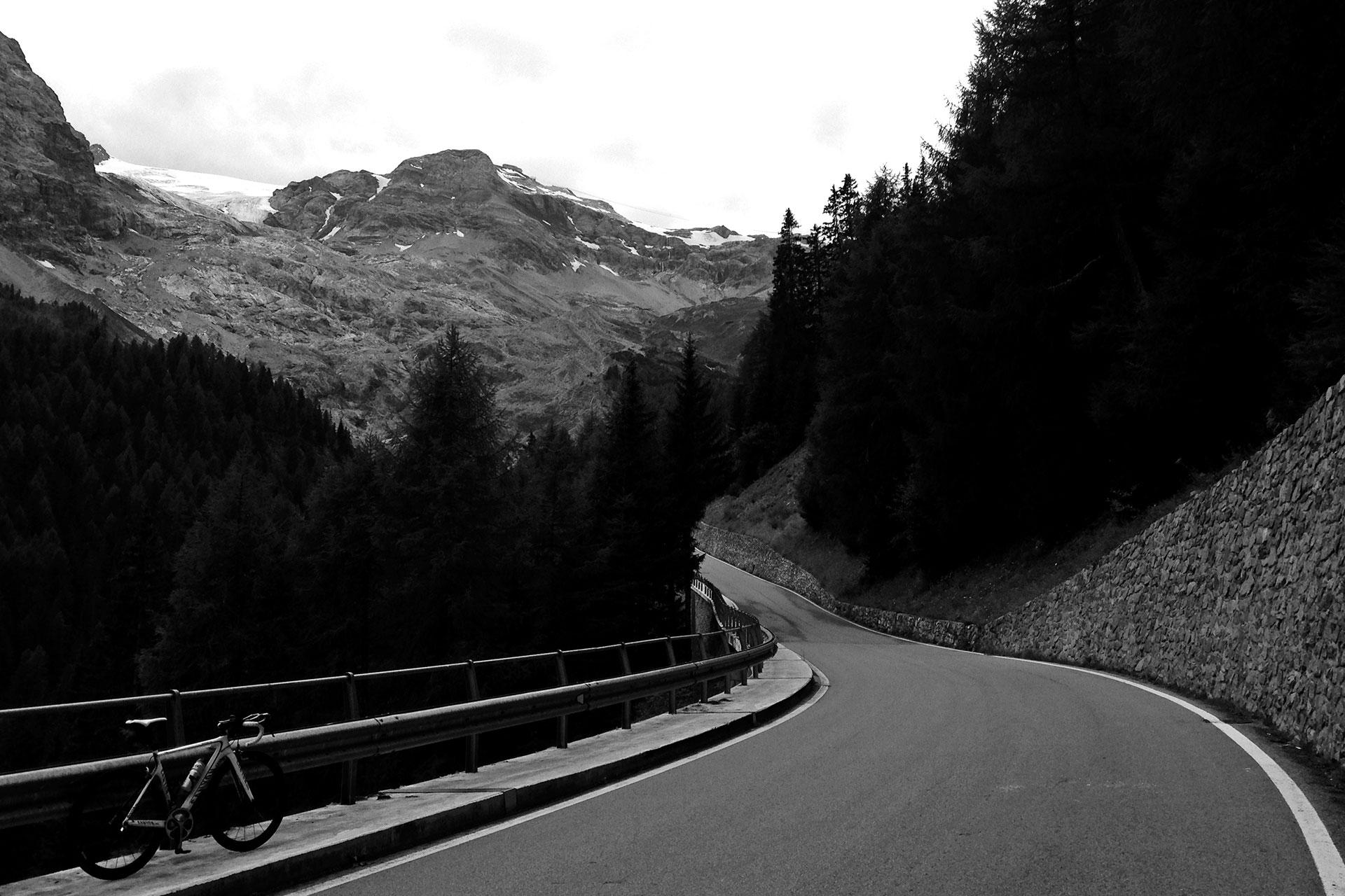 DAS STILFSER JOCH 48 Kehren in Fels gemeisselt / Immer steiler wird die Passstrasse ins Trafoital © stefandrexl.de