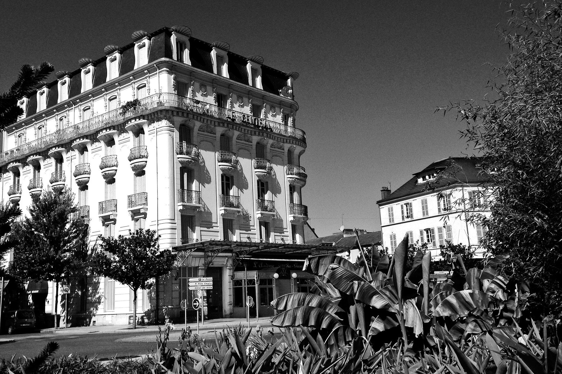 IRONMAN VICHY 2016 The Story: Echter Erfolg mit virtuellen Nebenwirkungen / Historische Bauten in der Altstadt, hier läßt es sich gut aushalten ©stefandrexl.de