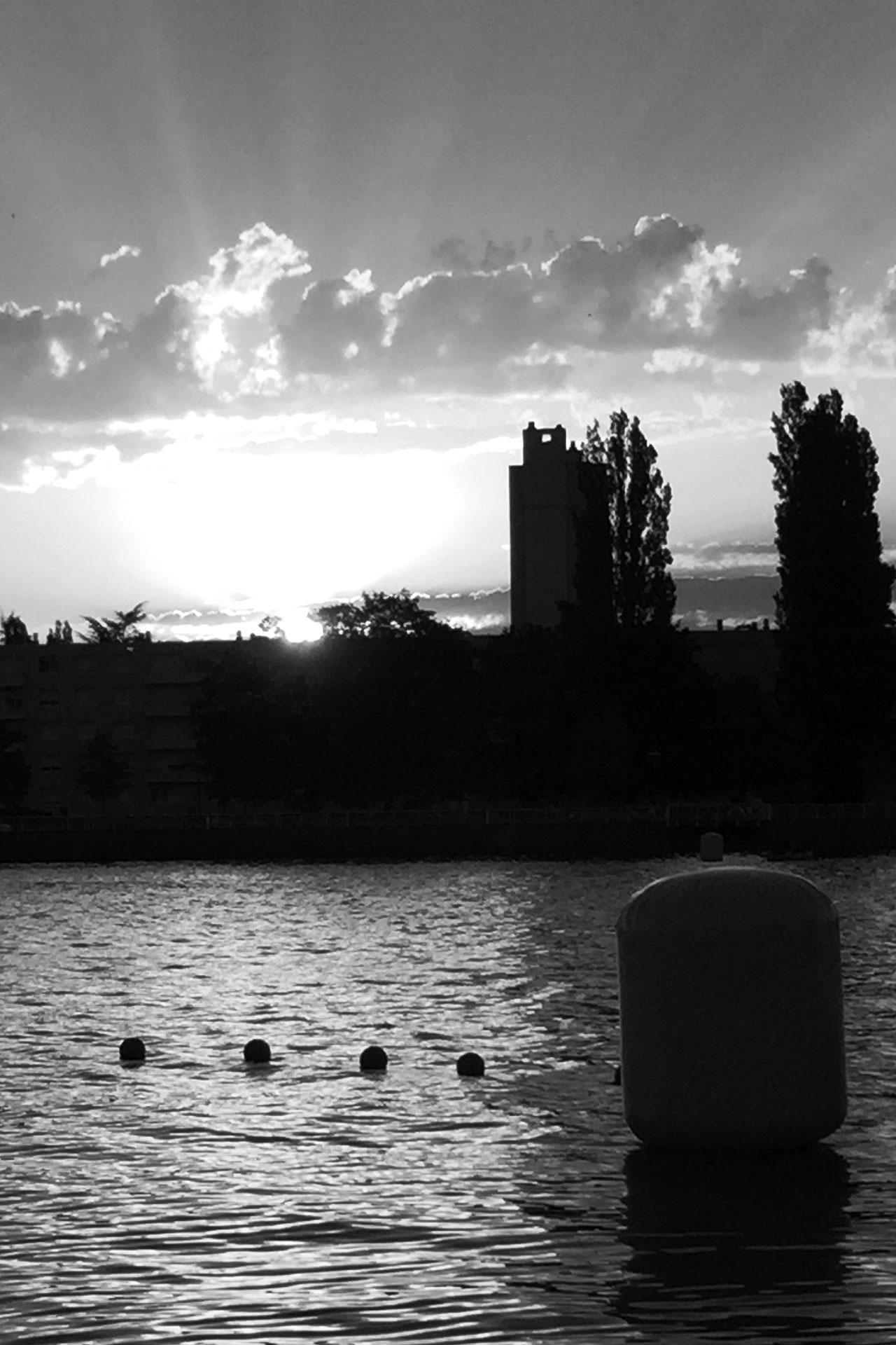 IRONMAN VICHY 2016 The Story: Echter Erfolg mit virtuellen Nebenwirkungen / Romantischer Sonnenaufgang über dem Lac d'Allier ©stefandrexl.de