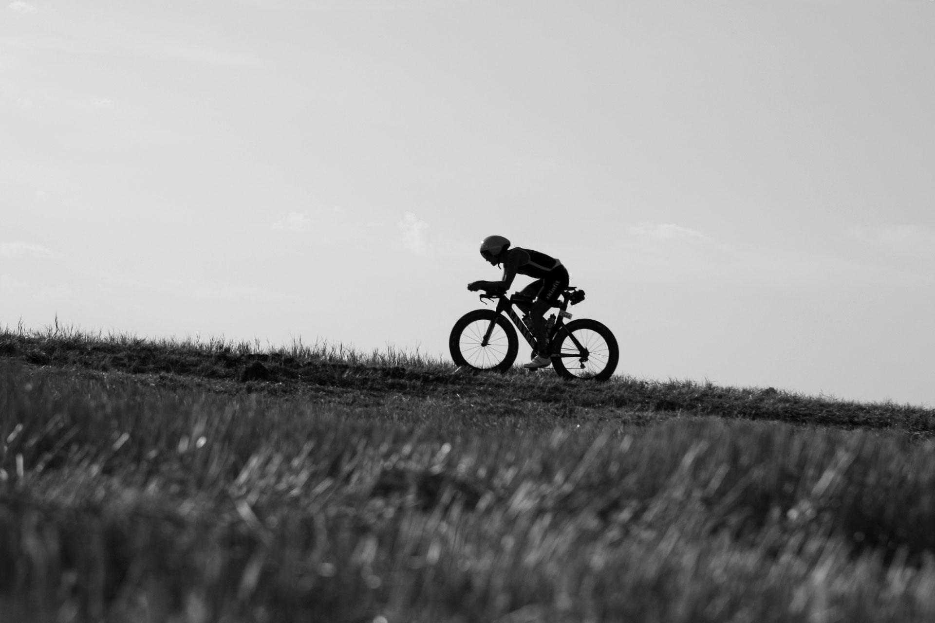 IRONMAN VICHY 2016 The Story: Scherenschitt – fast hundert Höhenmeter sind im letzten Drittel der Radrunde zu überwinden ©stefandrexl.de