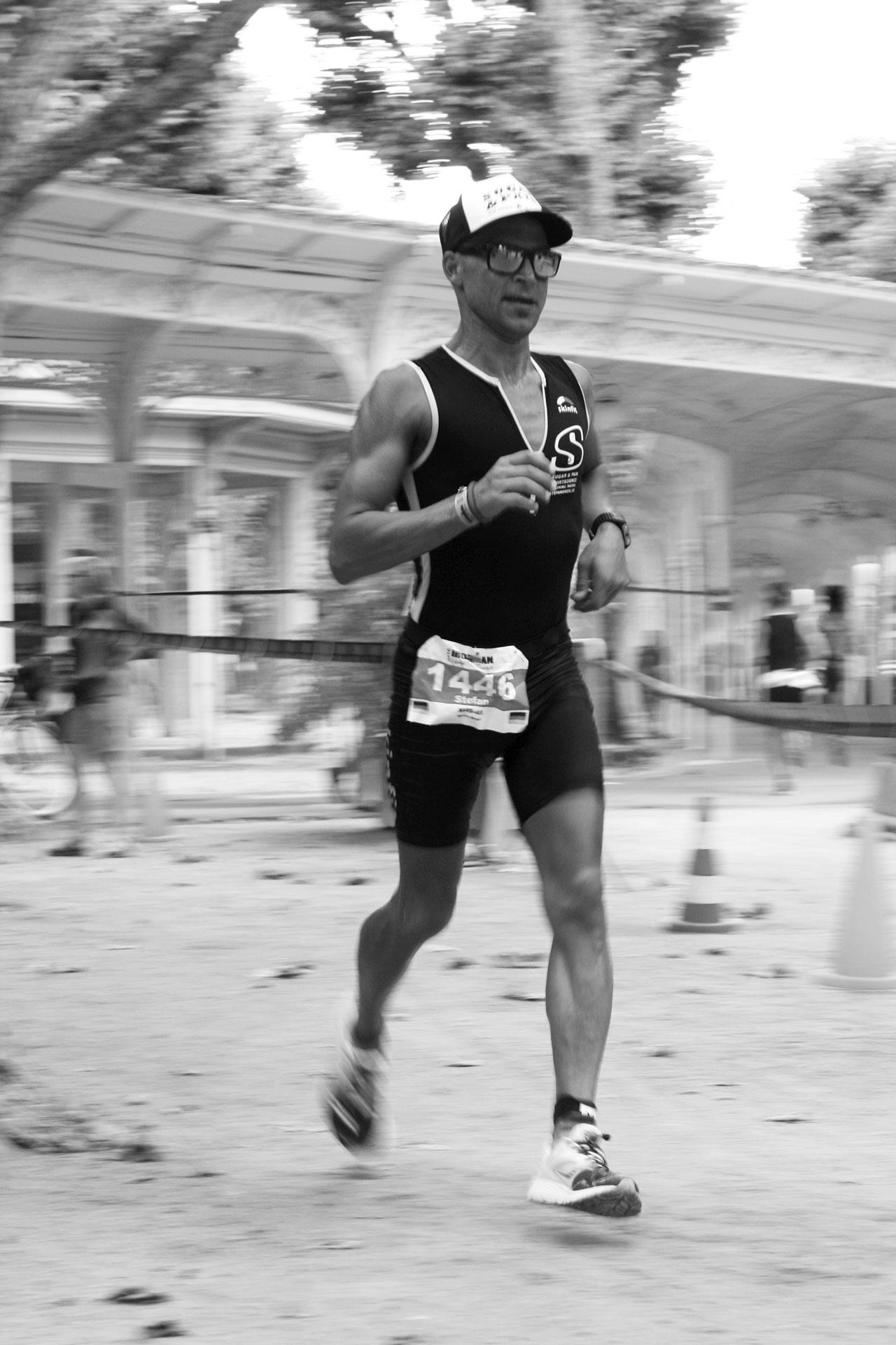 IRONMAN VICHY 2016 The Story: Die Beine sind auch im Marathon locker und schnell läuft's durchdie Galerien des Parc de l'Opèra ©stefandrexl.de