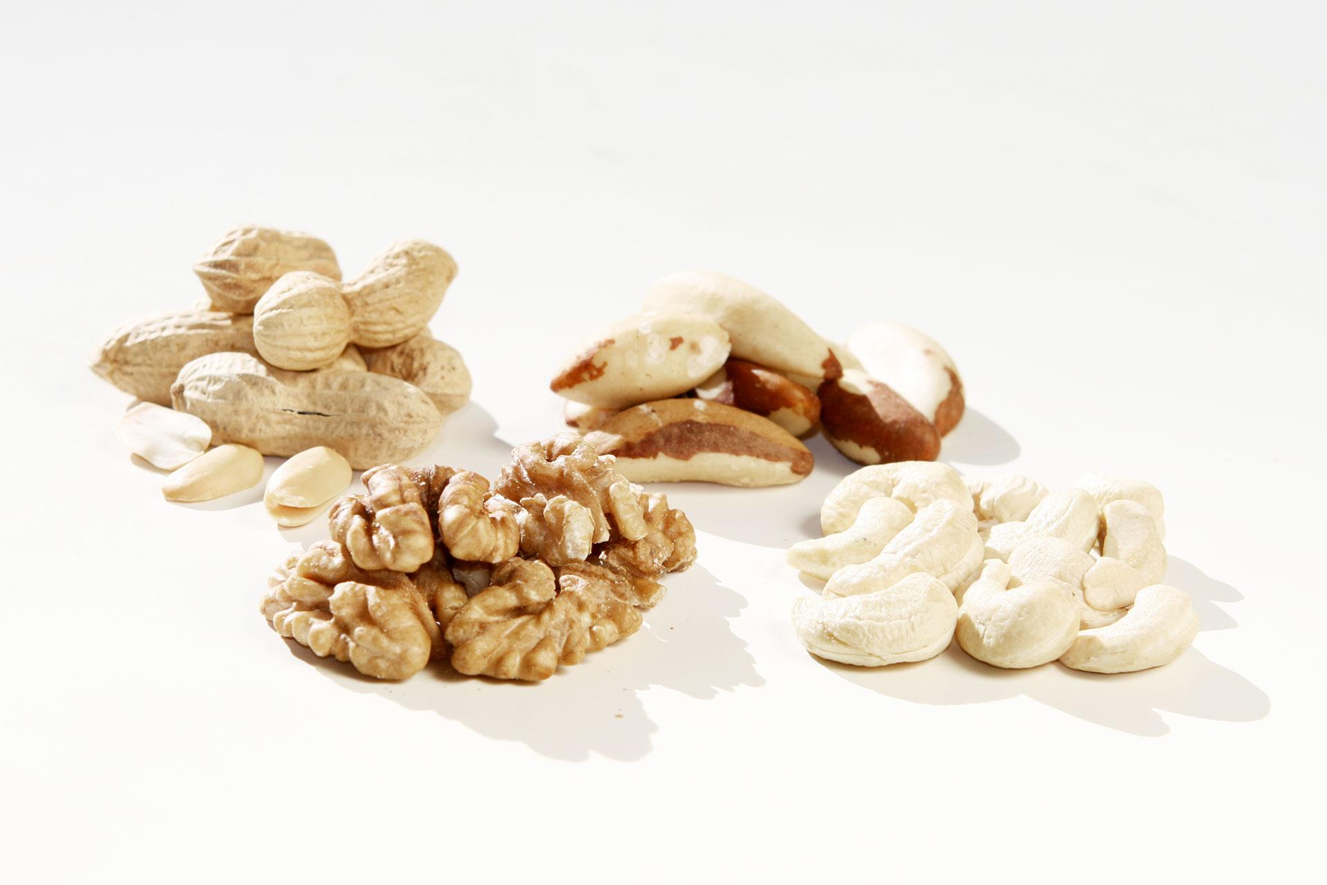 Jetzt gibt's was auf die Nüsse – Gesunde knackige Schnellmacher / Erdnuss, Walnuss, Paranuss und Cashew © stefandrexl.de