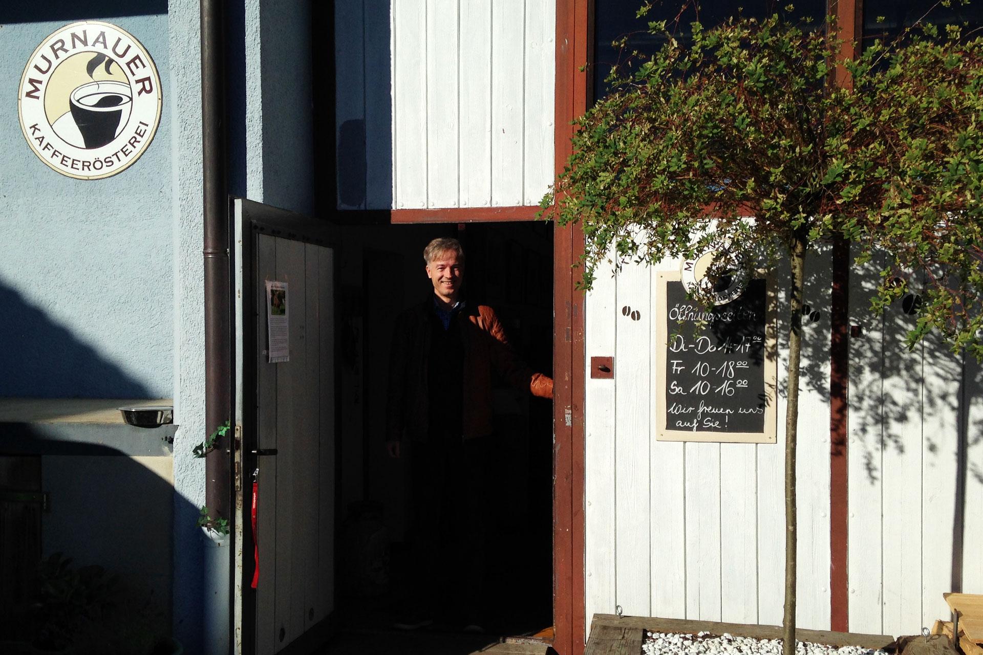 KOFFEIN IM BLUT: Durch die Espressowüste mit dem Rennrad / Michael Eckel von der Murnauer Kaffeerösterei hat seine Leidenschaft in den verschiedenen Arten der Zubereitung von Espresso und Cappuccino gefunden