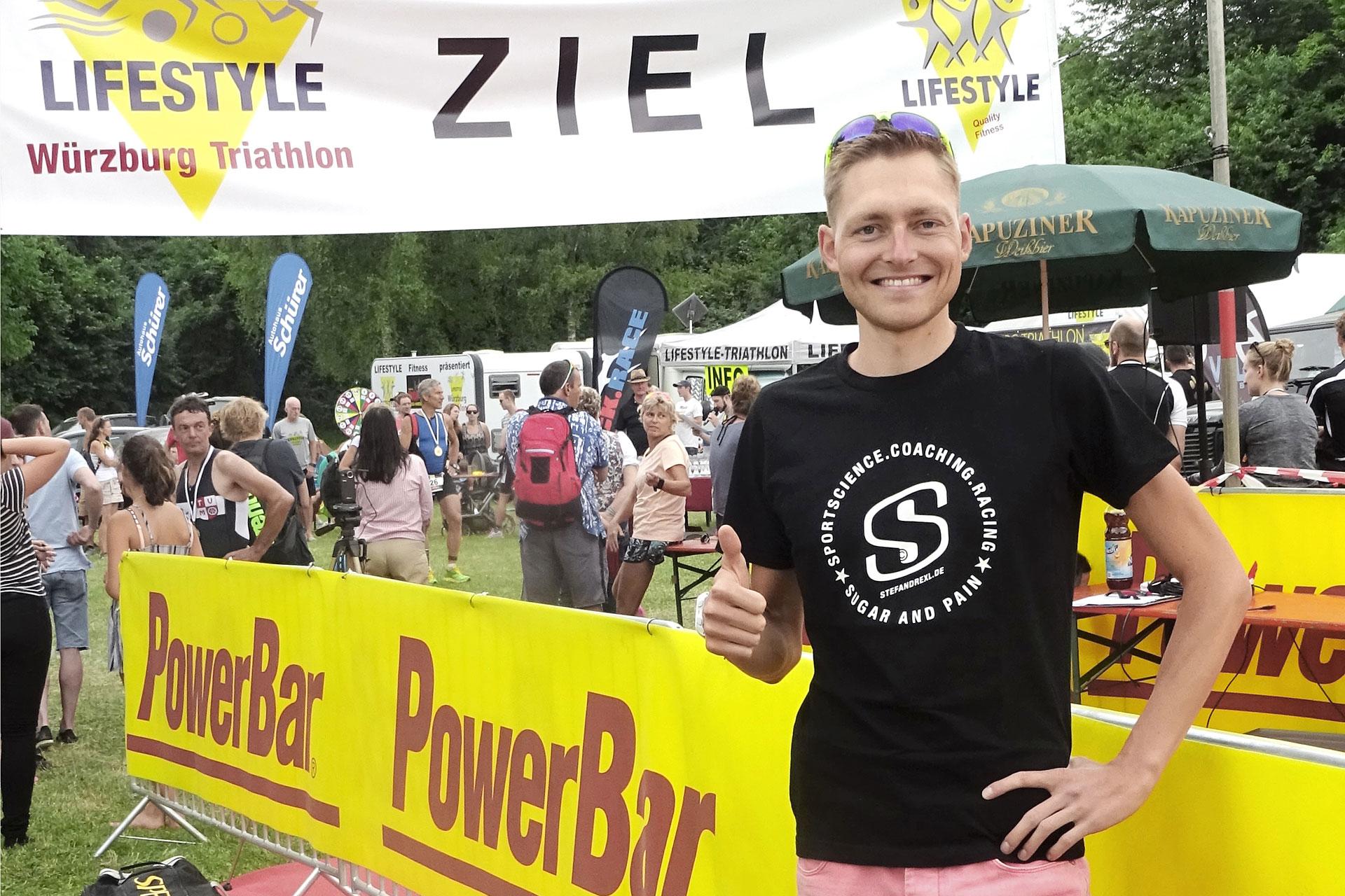 TRIATHLON CHIEMSEE 2017 Starke Erfolge im Kampf gegen die Elemente / Sven Pollert glücklich nach seinem Erfolg auf der Mitteldistanz des Triathlon Würzburg 2017