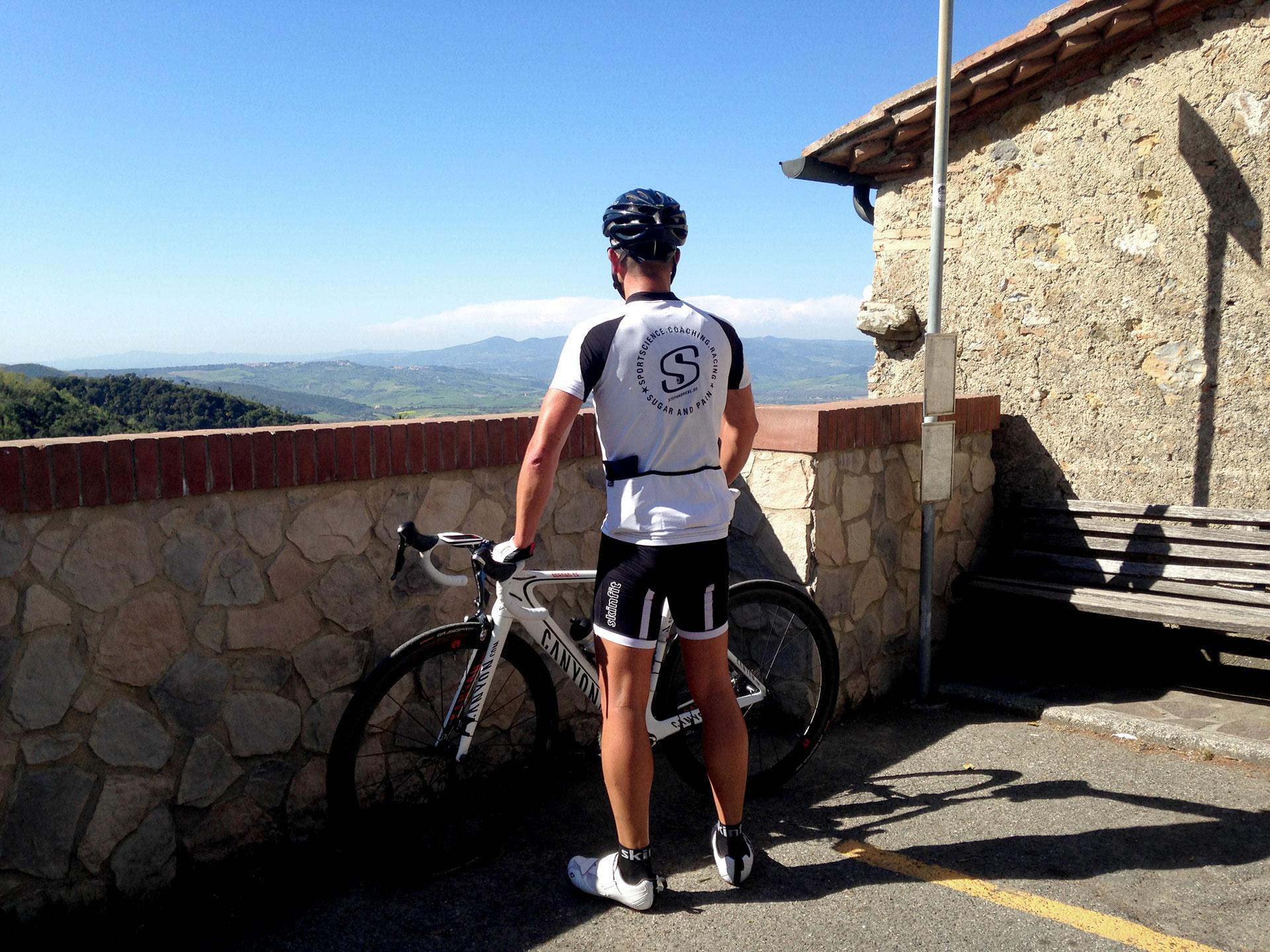 IRONMAN VICHY 2017 The Making of an Ironman Triathlete / Prägende Schlüsselerleinheiten, waren die Kraftausdauertraining hinauf nach La Sassa: 5 km mit Ø 10% © Stefan Drexl