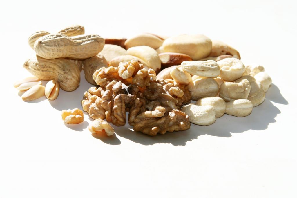 GESUNDHEIT UND LEISTUNG 8 goldene Ernährungsregeln / Täglich etwas auf die Nüsse sorgen für nährstoffreiche, gesunde Fette, zusammen mit hochwertigem Eiweiss und Mineralstoffen © stefandrexl.com