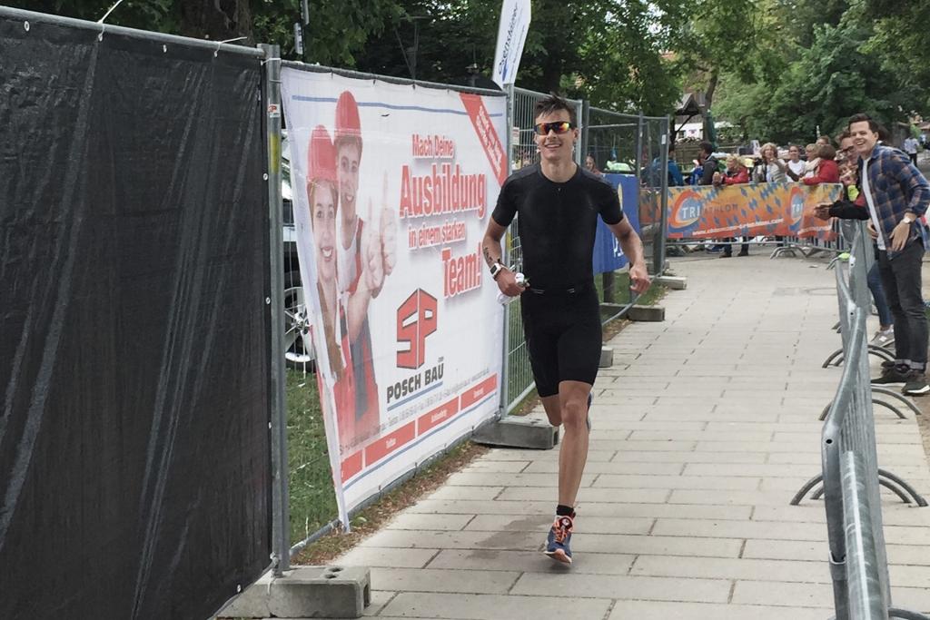 TRIATHLON MITTELDISTANZ Jakob Heindl am Chiemsee in den TOP 10 : Nach dem fliegenden Wechsel liefen die Beine noch locker und schnell / © Jakob Heindl