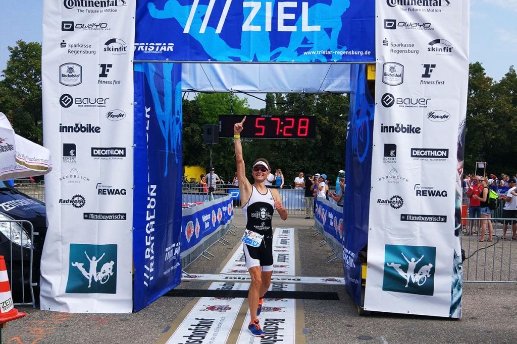 TRIATHLON REGENSBURG 2018 Sven Pollert feiert seinen ersten Sieg / Als schnellster im Ziel / FOTO Gabi Pollert