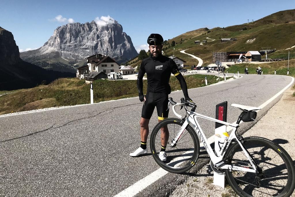 PAPA IS A RIDING STONE Mit dem Rennrad über Stelvio, Sella und Valparola 2 / Von Wolkenstein hinauf zum zum ersten Ziel Passo Gardena, Grödner Joch entlang der Sella Nordwand. © stefandrexl.com