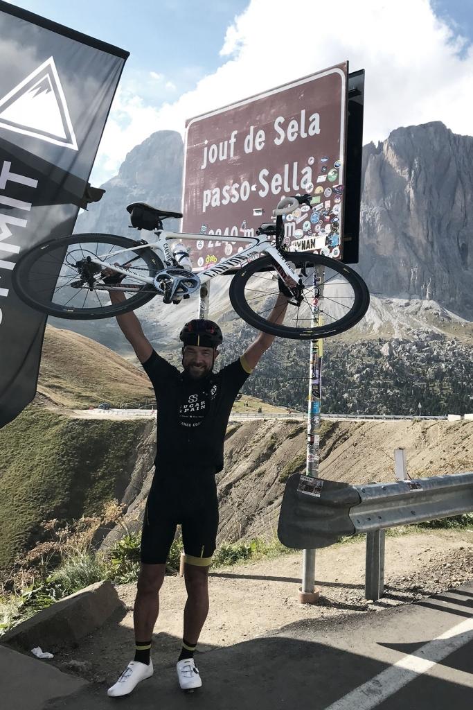 PAPA IS A RIDING STONE Mit dem Rennrad über Stelvio, Sella und Valparola 2 / Am Passo Sella ist es vollbracht und dem Tunnelblick der Schinderei folgt echte Glücklichkeit © stefandrexl.com
