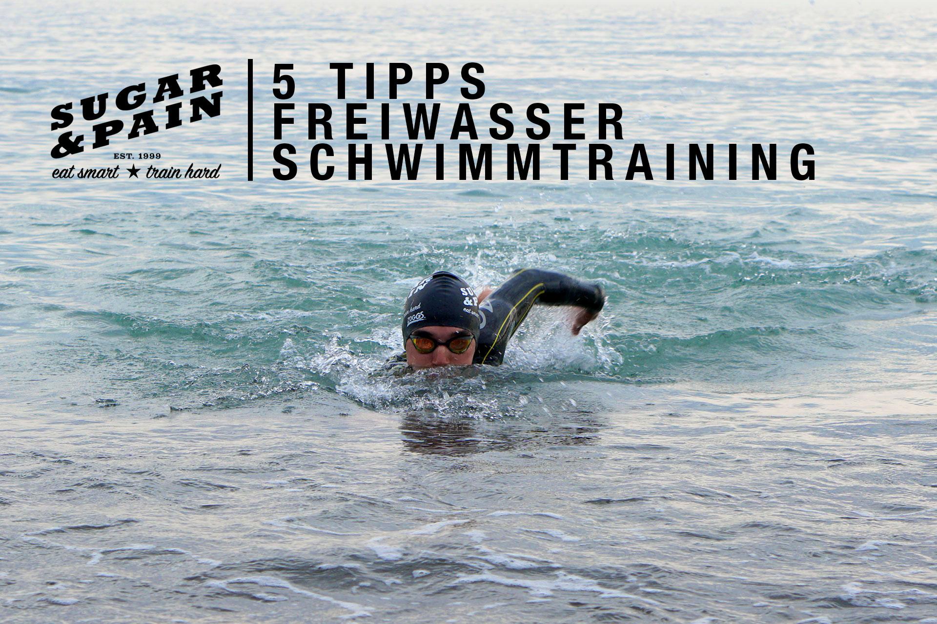 RICHTIGE KRAULTECHNIK / 5 Tipps für dein Schwimmtraining im Freiwasser / Krokodilblick zur Orientierung / Titel © SUGAR & PAIN Stefan Drexl