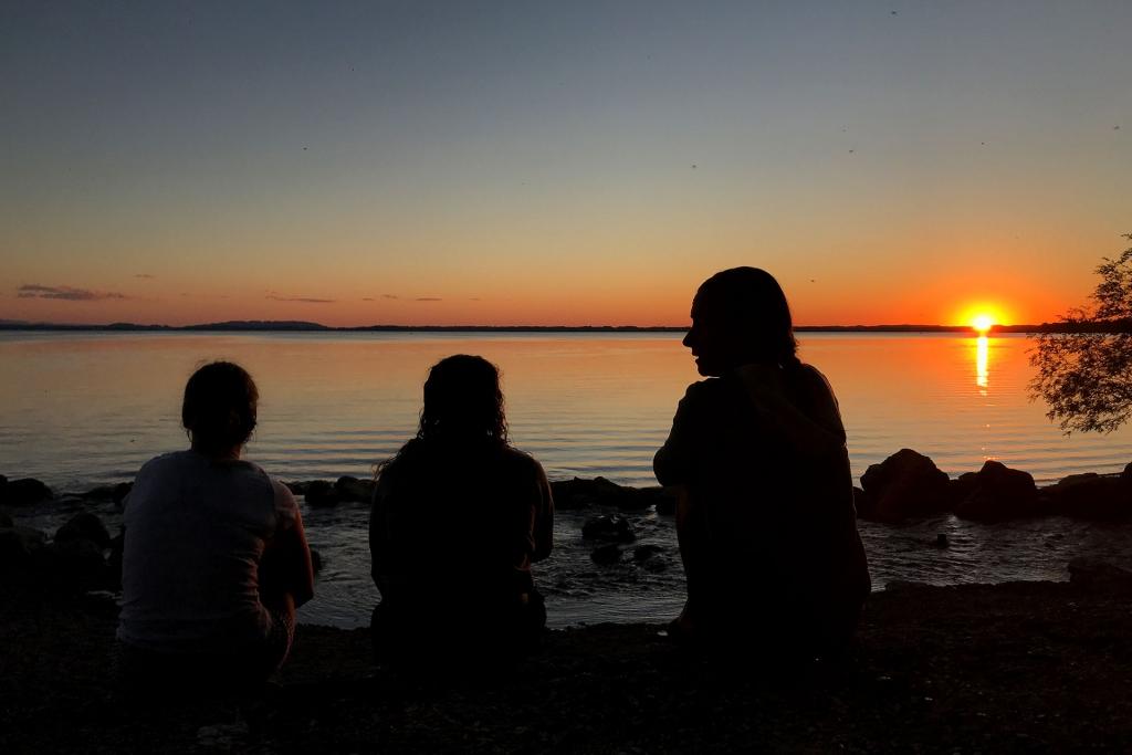 SWIMINAR OPEN Chiemsee / Schwimmseminar für richtige Kraultechnik im Freiwasser / Sensationeller Sonnenuntergang nach einem erfolgreichen Tag am See © Stefan Drexl