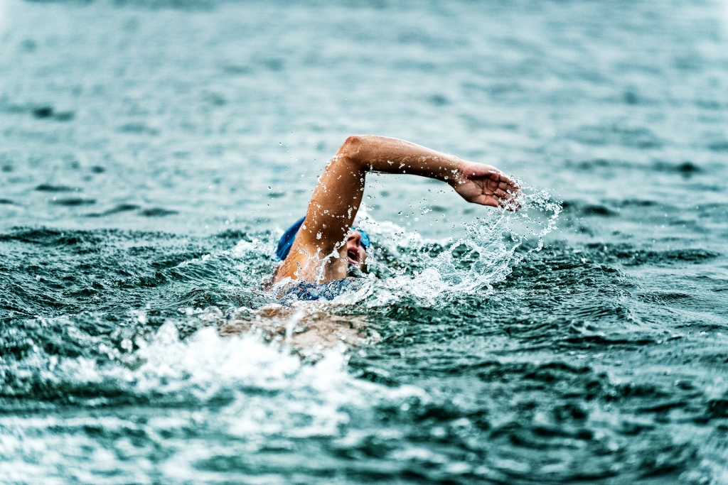 SWIMINAR #OPEN Chiemsee / Besser Kraulschwimmen im Freiwasser / Open Water Swimmer © Adobe Stock