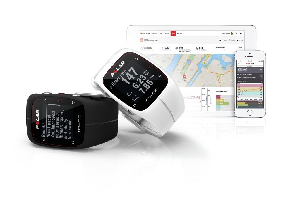 Knapp ein Jahr nach dem V800 bringt Polar mit dem M400 eine günstigere und abgespeckte Variante einer Multisportuhr heraus. Der stylische Herzfrequenzmesser soll neben Sport auch durch seinen integrierten Aktivitätstracker im Alltag eine gute Figur machen. Mit dem Polar M400 GPS-Uhr hat Polar die Lücke zwischen einfachen Activity Trackern, wie dem Polar Loop oder Withings Pulse Ox und reinen GPS-Uhren geschlossen. Der M400 vereint sportliches Design, GPS und fortschrittliche Trainingsfunktionen, dazu zahlreiche Optionen, um deine Aktivitäten rund um die Uhr im Blick zu behalten