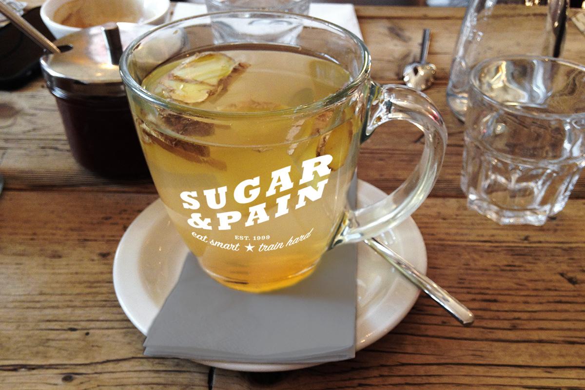 Nach den Festen kommt das Fasten: Ingwer Tee ist gesund und unterstützt die Fettverbrennung © sugarandpain.com