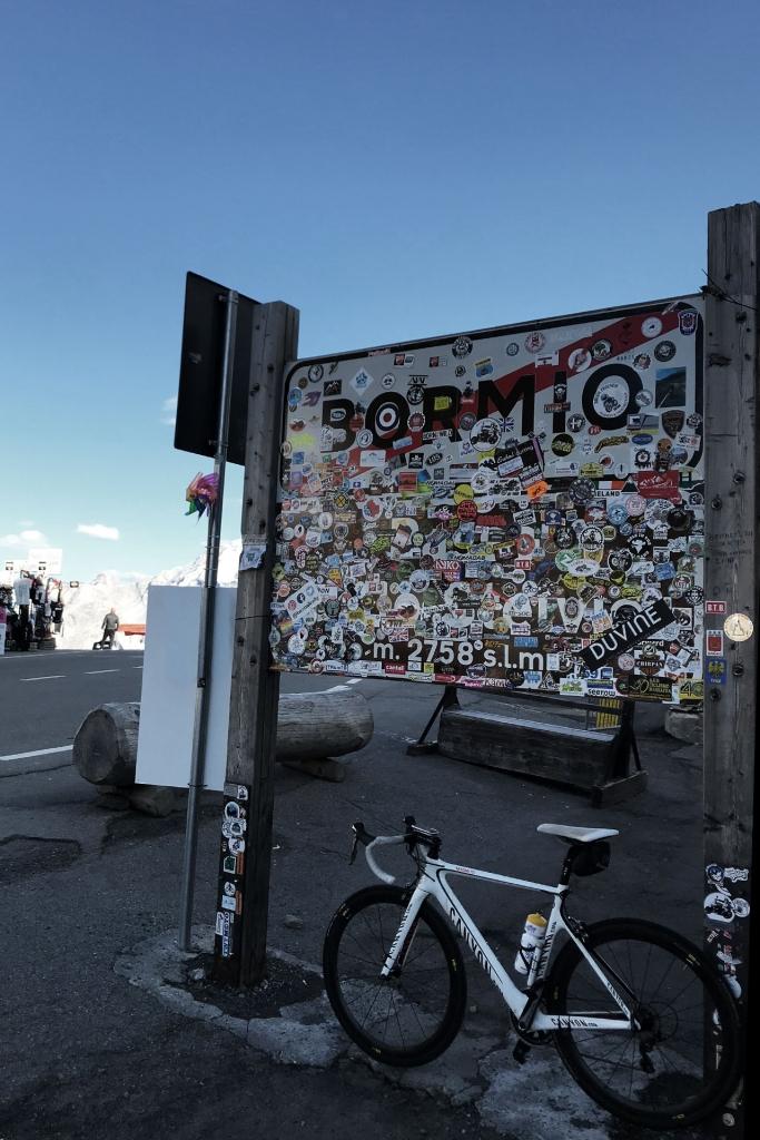 PAPA IS A RIDING STONE Mit dem Rennrad über Stelvio, Sella und Valparola 2 / Wir sind wohl nicht die ersten am Passo Stelvio © stefandrexl.com