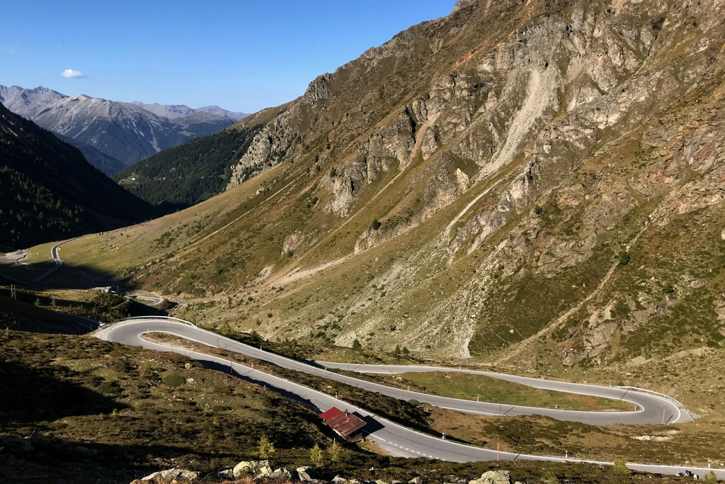 PAPA IS A RIDING STONE Mit dem Rennrad über Stelvio, Sella und Valparola 2 / Die Serpentine im Val Muraunza hinauf zum Passo Umbrail © stefandrexl.com