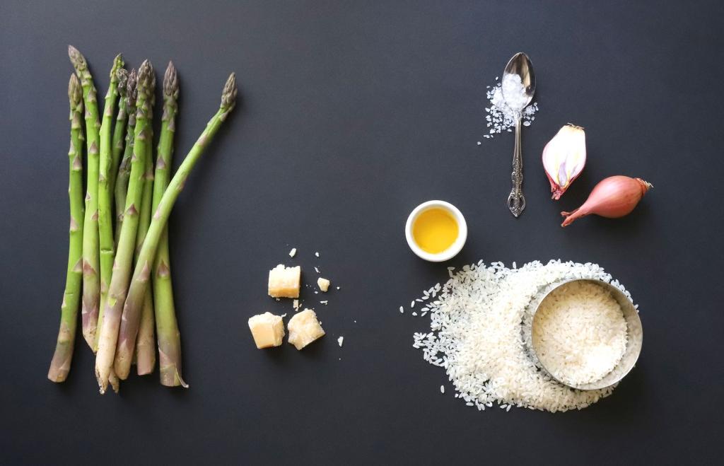 GOOD FOOD Rezept: Cremiges Spargel Risotto mit grünen Spargel Zutaten © SUGAR & PAIN / Adeobe Stock