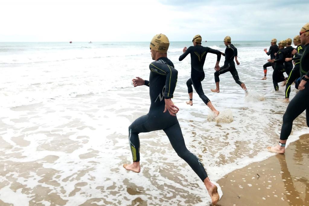 RICHTIGE KRAULTECHNIK / 5 Tipps für dein Schwimmtraining im Freiwasser / Schneller Start auf den ersten hundert Metern © SUGAR & PAIN Stefan Drexl